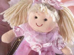 Bambola mini in stoffa imbottita con vestito in raso