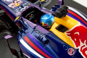 Sebastian Vettel 2013 Infiniti Red Bull Racing RB9 1/18 Minichamps