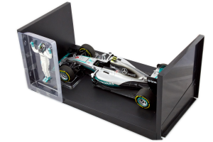 Mercedes-AMG Petronas Motorsport Nico Rosberg 2016 With Figurine 1/18 Minichamps