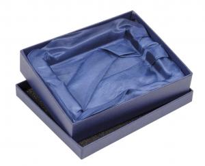 Scatola blu con fondo in raso