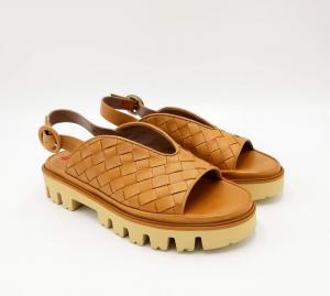 Sandalo in pelle color cuoio incrociata Le Petite Maison