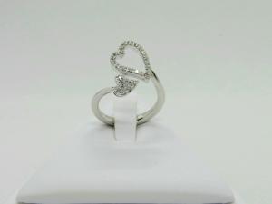 Anello in Oro bianco 18 kt con Cuore di Diamanti