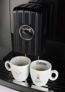 Macchina di Caffè Superautomatica con Cappuccinatore automatico o lancia vapore