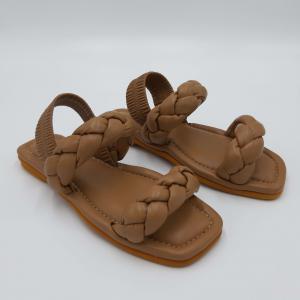 Sandalo color cuoio con fasce intrecciate 181