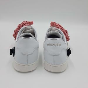 Sneaker bianca con applicazione rosa Pokemaoke