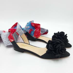 Sandalo nero con fiore Pokemaoke