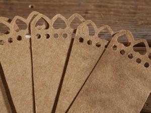 Tag in carta naturale con cuoricini e cordino
