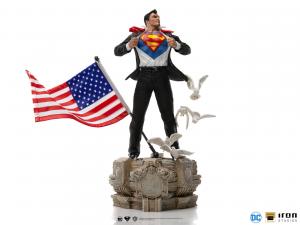 *PREORDER* DC Comics Deluxe Art Scale: CLARK KENT by Iron Studios