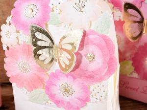 Scatolina in carta colorata con chiusura a farfalla cm 9 x 4 x 10,5 H