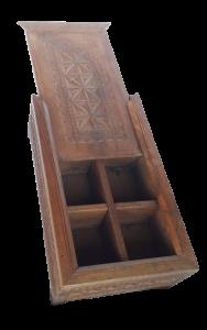 Scatola in legno di teak indiano intagliata a mano