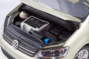 Volkswagen Sharan 2010 Silver 1/18 Minichamps