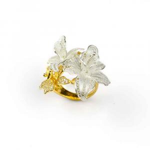 Anello con orchidee di filigrana in argento e zirconi bianchi