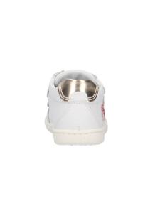 Sneaker in pelle con cuoricini