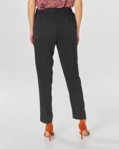 Pantaloni neri in tessuto stretch con bande in satin ai lati ed elastico in vita