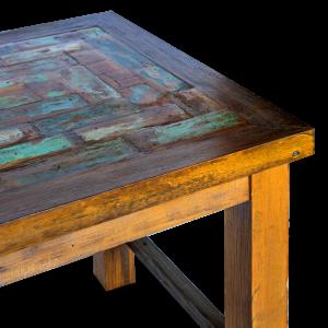 Tavolo in legno recuperato dalle vecchie imbarcazioni