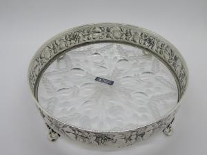 Centrotavola in Argento con fondo in cristallo molato e bordo sbalzato handmade