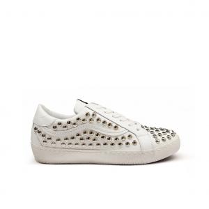 Sneaker bianca borchiata Mèlinè