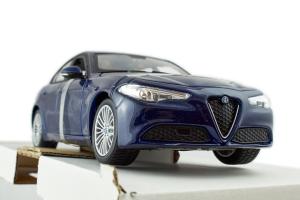 Alfa Romeo Giulia Blue 1/24 Burago
