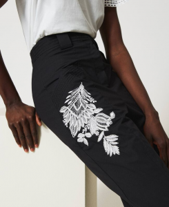 SHOPPING ON LINE TWINSET MILANO PANTALONI IN POPELINE CON RICAMO  NEW COLLECTION WOMEN'S SPRING SUMMER 2021