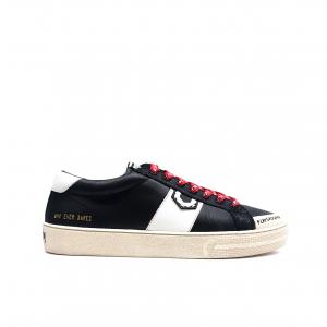 Sneaker nera Moa