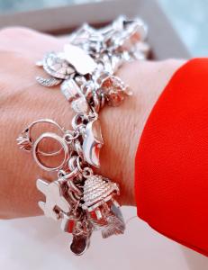 Bracciale in argento con charms