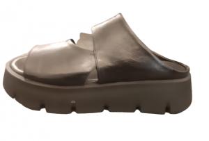 Sandalo donna in pelle nera | suola alta carrarmato | Made in Italy