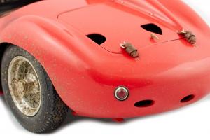 Maserati 300S Dirty Hero Looks Bundle  Lim. Ed. 770 And Figurines - 1/18 CMC Diorama