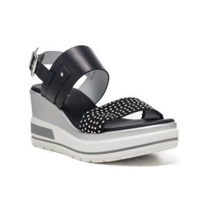 Sandalo pelle con borchiette