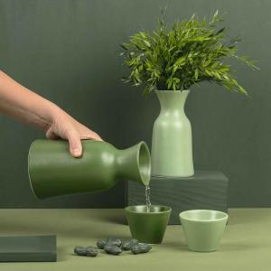 Centrotavola svuota-tasche in ceramica opaca verde e faggio