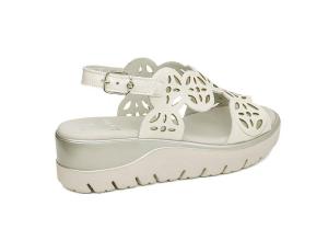 Uwanja sandalo