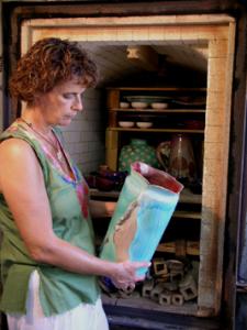 Piatto centrotavola artigianale in ceramica di Faenza