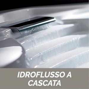 Vasca Da Bagno Idro Ad Angolo Completa Di Rubinetteria Bordo Vasca cm 140x140