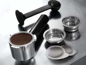 DeLonghi Dedica Style EC 685.M Semi-automatica Macchina per espresso 1,1 L