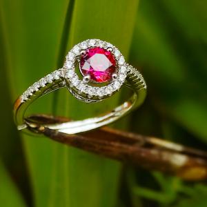 Anello argento e Swarovski con pietra rosa. Together jewels