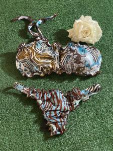 Bikini fascia monospalla e slip brasiliano fisso Roam Effek