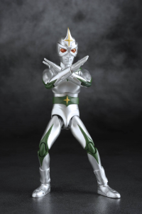 *PREORDER* Ultraman Hero: MIRROR MAN by Evolution Toys