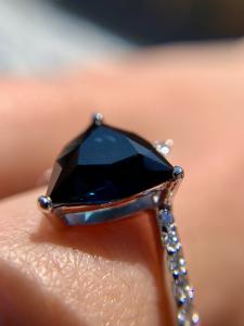 Anello Oro 18Kt . Diamanti e Zaffiro