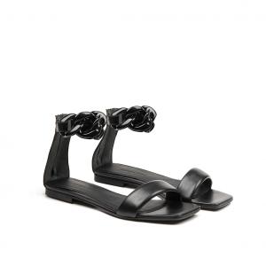 Sandalo nero con catena Janet & Janet