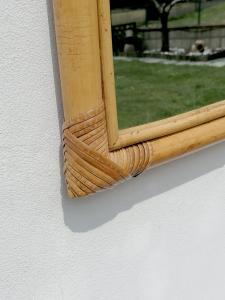 Specchio vintage in bambù