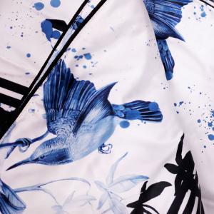 ROBERTO CAVALLI GEPOLSTERTE PLAID in satin BIRD RAMAGE blau 130x180 cm