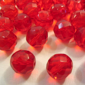 Perla sfaccettata 10 mm mezzo cristallo rosso rubino