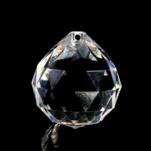 Sfera pendente diametro 30 mm in cristallo acrilico, sfaccettata color cristallo.