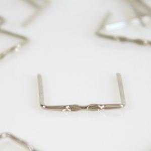 Clip 14 mm disegno stella finitura nickel per agganci cristalli da lampadario.