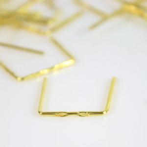 Clip 14 mm disegno stella finitura ottone brillante per agganci cristalli da lampadario.