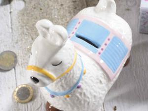 Lama salvadanaio in ceramica colorata
