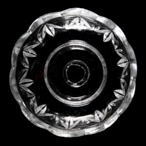 Bobeche tazza in cristallo Boemia Ø9 cm, foro Ø14 mm, 5 fori laterali. Bordo molato, per restauro lampadari.