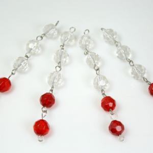 Catena 9 cm perle sfaccettate colore 2 rosse + 3 cristallo, diametro 10 mm, spillo a occhiello nickel.