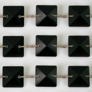 Catena quadrucci cristallo 20 mm - lunghezza 50 cm. Colore nero - clip nickel.