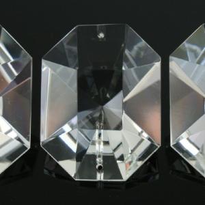 Grande cristallo 50x40 mm rettangolare taglio brillante, molato colore puro, doppio foro.