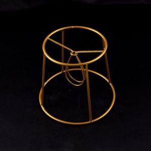 Montatura per paralume 14x10x12 con finitura dorata e attacco a molla.